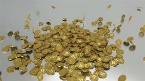 El caer de oro de Bitcoins abajo en la superficie de plata Tipo - 2 ilustración del vector