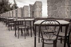Tablas al aire libre del café del verano Fotografía de archivo