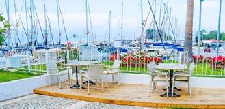 El café al aire libre en puerto Imagen de archivo