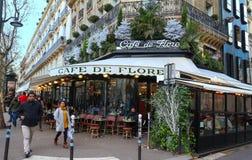 El café de Flore adornado para la Navidad, París, Francia Foto de archivo libre de regalías