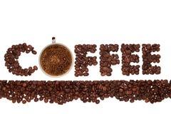 El café de la palabra de los granos de café con un café caliente fragante de la taza Imagen de archivo libre de regalías