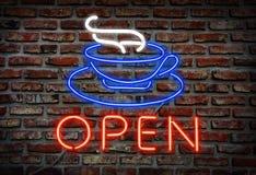 El café de neón que brilla intensamente canta. Fotos de archivo