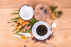El café a prueba de balas mezcló con el aceite de coco virginal, cúrcuma, cl Imagen de archivo libre de regalías