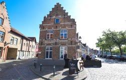 El café tradicional Molenhuis situado en el centro histórico de Brujas b?lgica fotografía de archivo