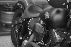 EL Cajon, CA/USA - 2 de agosto de 2016: Casado con los frunces del grupo de las motocicletas para su reunión mensual Un club de l imagen de archivo libre de regalías