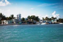 El calafate de Caye es pequeña isla localizó aproximadamente 20 millas de foto de archivo libre de regalías