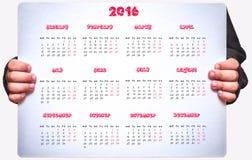 El calendario de los niños para 2016 está deteniendo a un niño Imagenes de archivo