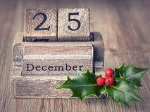 El calendario de madera del viejo vintage fijó en los 25 de diciembre Foto de archivo libre de regalías