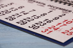 El calendario está en la tabla Para un recordatorio de las fechas del imp Foto de archivo