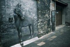 El callejón amplio y estrecho en Chengdu, China Imagenes de archivo