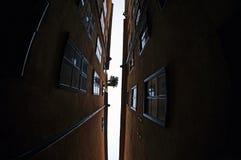 El callejón más estrecho de Estocolmo Imágenes de archivo libres de regalías