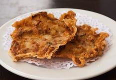 El camarón frito se apelmaza (tortillitas de camarones) Foto de archivo libre de regalías