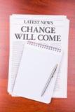 El cambio del periódico vendrá Foto de archivo libre de regalías