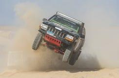 El camión campo a través que compite en los deportes extremos abandona la reunión fotografía de archivo libre de regalías