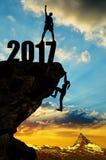 El caminante sube en el Año Nuevo 2017 Imágenes de archivo libres de regalías
