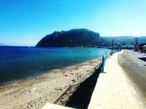 El caminar abajo de la 'promenade' en Kefalos Imagen de archivo