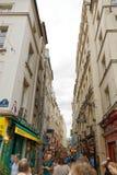El caminar abajo de Rue de la Huchette Foto de archivo