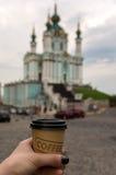 El caminar con café Fotografía de archivo
