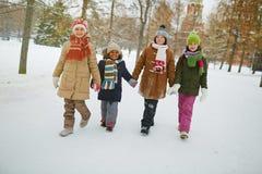El caminar de los niños imagen de archivo libre de regalías