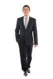 El caminar del cuerpo completo hombres de negocios asiáticos Imagenes de archivo