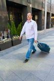 El caminar del encargado de la Edad Media Fotos de archivo