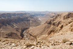 El caminar en área de mar muerta en Israel Foto de archivo