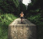 El caminar en bosque en un camino Imágenes de archivo libres de regalías