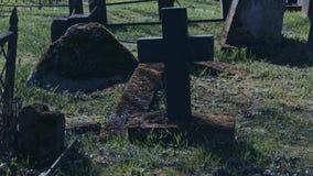 El caminar en el cementerio viejo metrajes