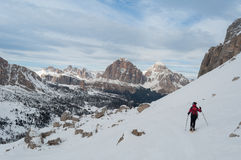 El caminar en dolomías del invierno Foto de archivo libre de regalías