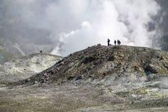 El caminar en el volcán activo Imagen de archivo libre de regalías