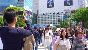 El caminar en la travesía de Shibuya en el d3ia (4K UHD) metrajes
