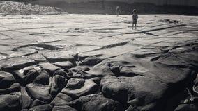 El caminar en las rocas en Australia fotografía de archivo libre de regalías