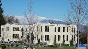 El caminar en Loma Linda University almacen de metraje de vídeo