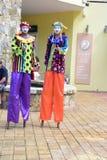 El caminar en los zancos en Costa Maya Mexico foto de archivo libre de regalías