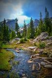 El caminar en montañas rocosas Fotografía de archivo libre de regalías