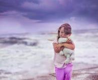 El caminar en el océano Imagenes de archivo
