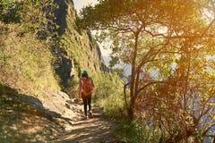 El caminar en paisaje del mounatin Imagen de archivo