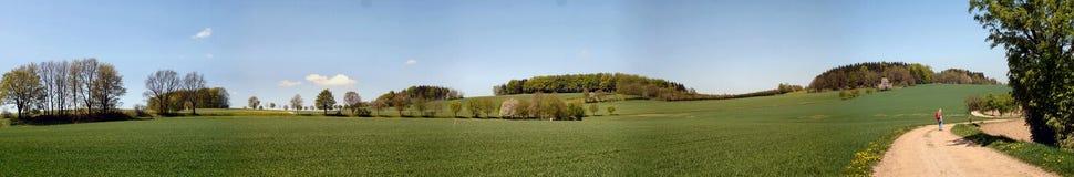 El caminar en primavera Imagen de archivo libre de regalías