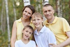 El caminar feliz de la familia Fotografía de archivo