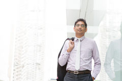 El caminar indio sincero del hombre de negocios Imagen de archivo