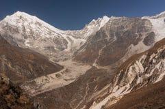El caminar a la cumbre de Kyangjin Ri Vista a la cumbre de Langtang Lirung fotografía de archivo libre de regalías