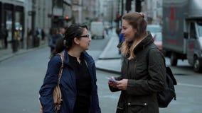 El caminar a través de la ciudad de Londres almacen de metraje de vídeo