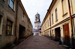 El caminar a través de las calles de Vyborg Imagen de archivo libre de regalías