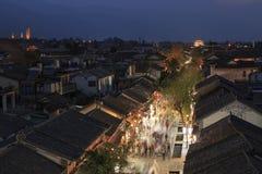 El caminar turístico chino en Dali Old Town en Yunnan por la tarde Fotografía de archivo