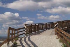 El camino al cielo - el puente para entrar en la fortaleza, Rumania fotografía de archivo libre de regalías