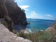 El camino al mar, sacudida a lo largo de la costa costa Imagen de archivo