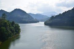 El camino al parque nacional de Hala Bala, Yala Tailandia Foto de archivo