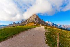 El camino al top, dolomías, Italia Imagen de archivo libre de regalías