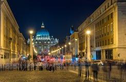 El camino al Vaticano. Paisaje de la noche. foto de archivo