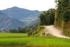 El camino alrededor del lago del fewa, Nepal Fotos de archivo libres de regalías